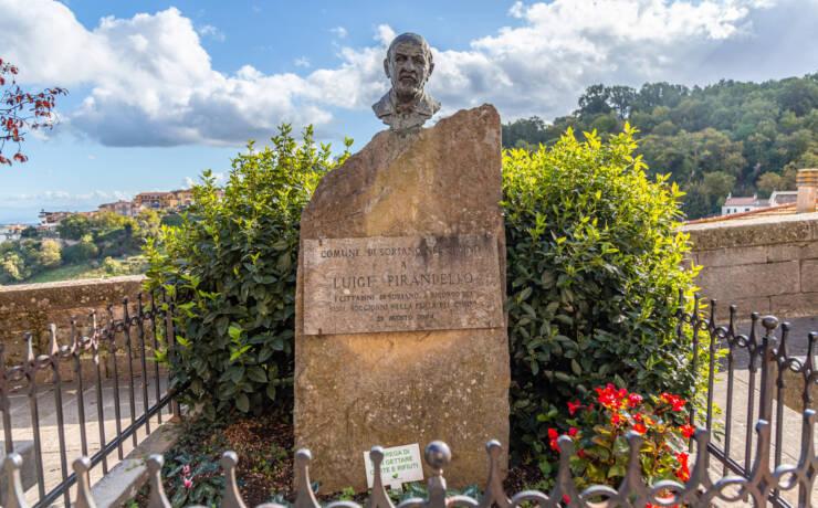 Monumento a Pirandello