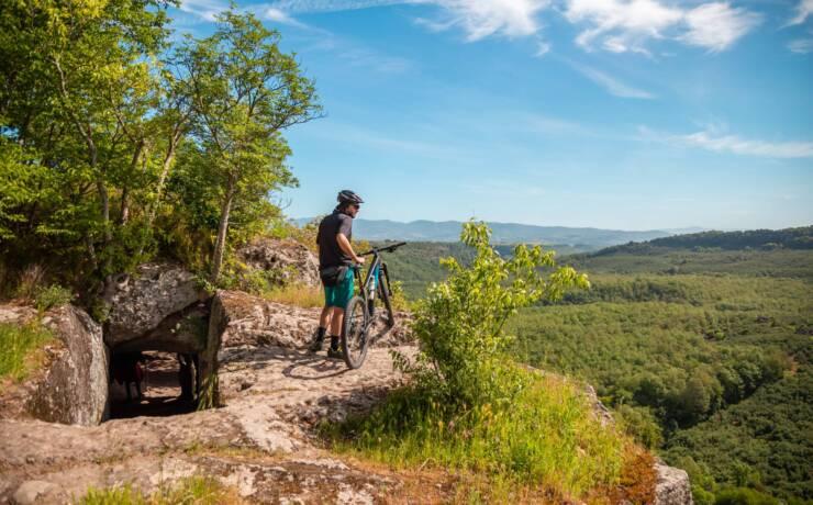 Tra natura e storia: a piedi o in mountain bike nel sito di Corviano