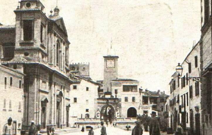 Dialetto in Piazza